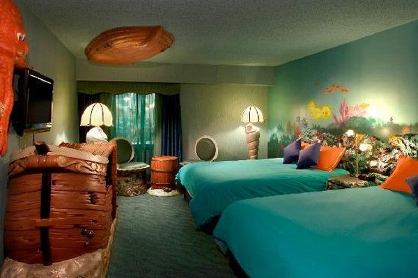 Beautiful themed hotel rooms a total fantasy world for Ocean themed interior design