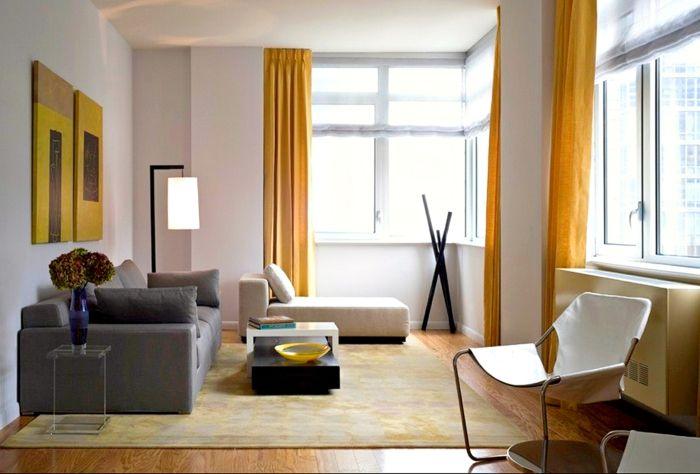Farbgestaltung Wohnzimmer Helle Wände Gelbe Gardinen Graues Sofa ... Wohnzimmer Ideen Gelb