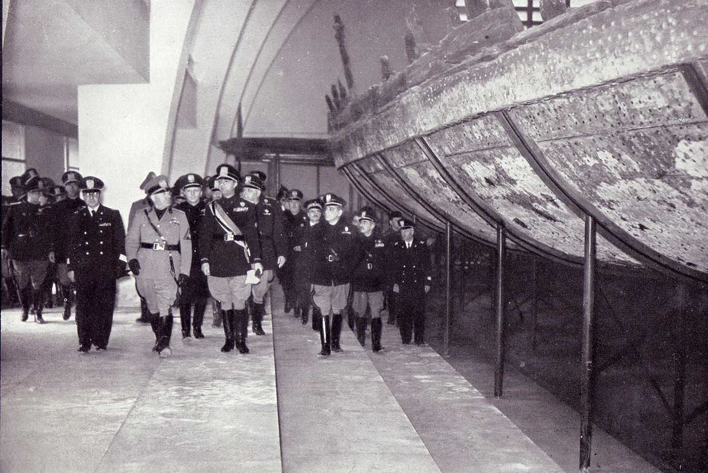 Italians Viewing Antique Emperor Caligula S Nemi Ships 1932 Rare Historical Photos Rare Historical Photos Ancient Rome Emperor