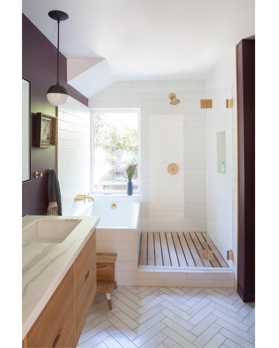 Audrey Crisp On Instagram Gorgeous Bathroom Design I Love The Flooring And Wood Slats In Mid Century Modern Bathroom Modern Bathroom Modern Bathroom Design