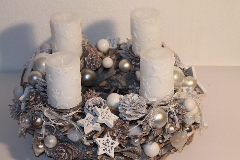 adventskranz wurzel natur weiss von mia floristik auf. Black Bedroom Furniture Sets. Home Design Ideas