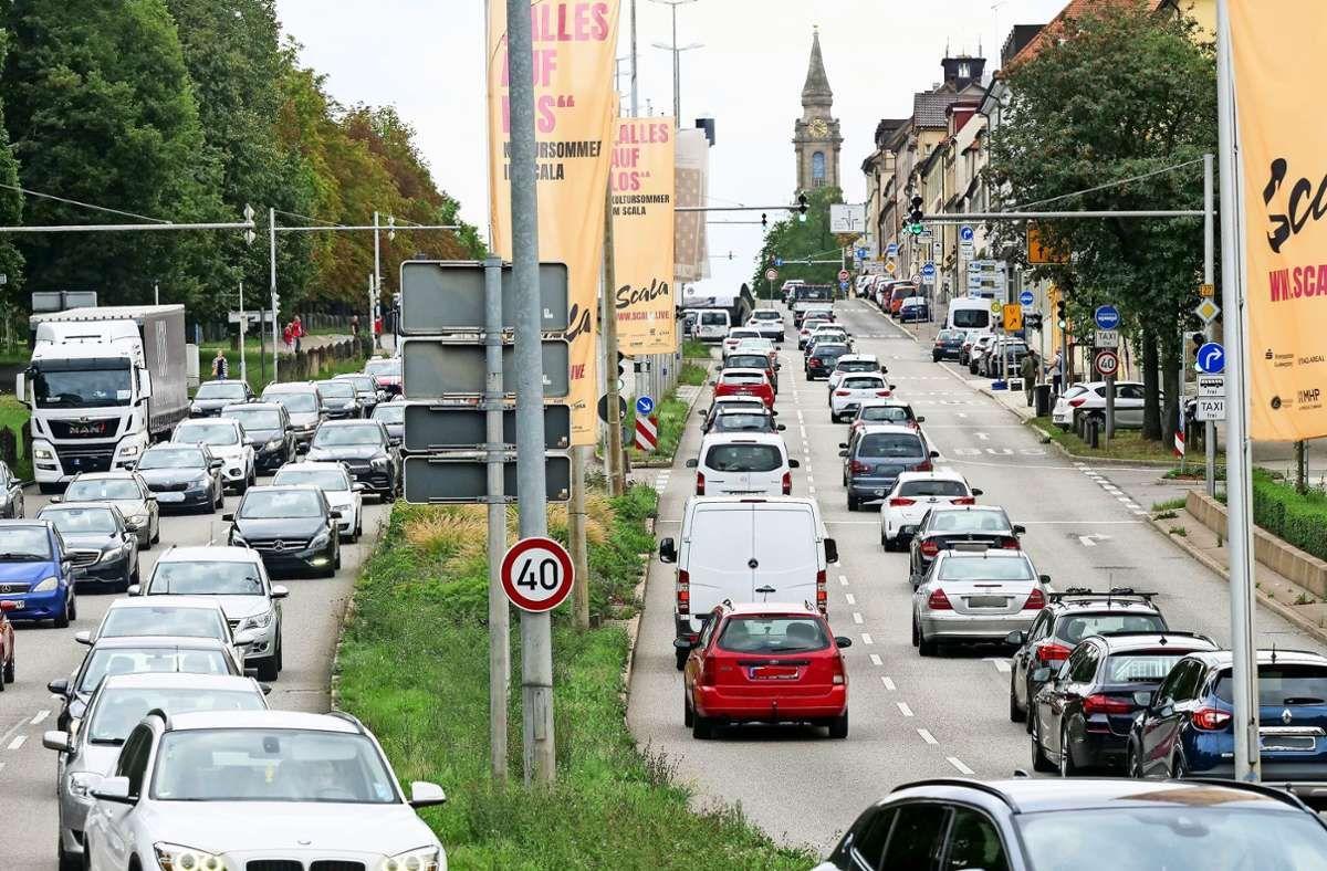 Die Verantwortlichen Stehen Vor Einem Ratsel Die Blechlawinen Auf Den Ludwigsburger Hauptstrassen Sind So Lang Wie Im Februar Und In 2020 Autos Zahlen Schulbusse Bus