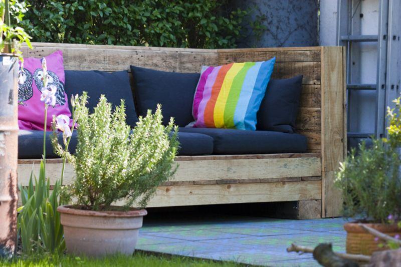 chillen auf der paletten lounge im garten projekte bei mach mal pinterest. Black Bedroom Furniture Sets. Home Design Ideas