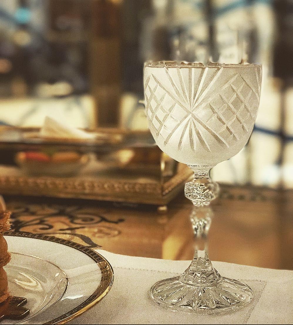 شربت من فنجانه سافرت في دخانه الجريدة ماجدة الرومي رتز كارلتون كراميل كراميل لاونج دخان سقارة كأس ماء كرس Coupe Glass Champagne Coupes Glass