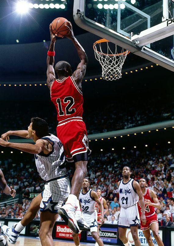 hot sale online b949a 98140 Michael Jordan wearing #12 after jersey stolen out of locker ...