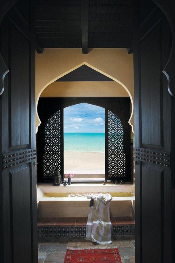 Honeymoon Inspiration: 10 Bathtubs With a View | MAROC | Villa maroc ...