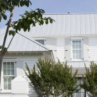 Best Ueco White House With Gray Metal Roof And Gray 640 x 480