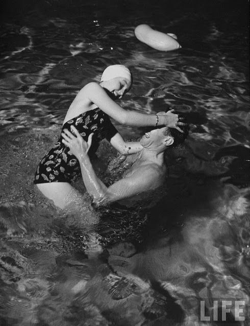 vintage everyday: Pictures of a Wild Swimming Party in 1939