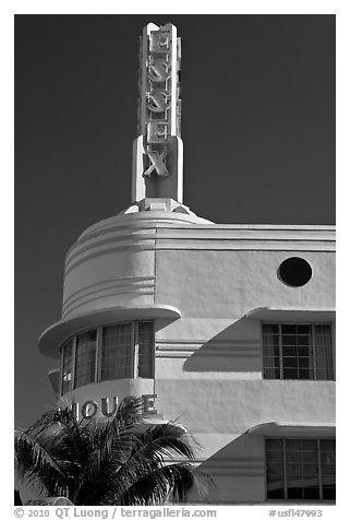 Art Deco Essex House, Miami