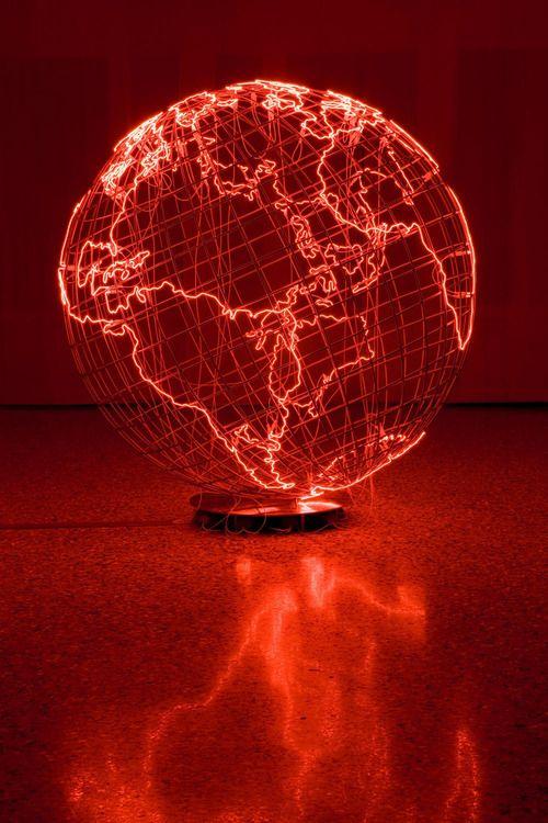 Mona Hatoum-Hot Spot(2009) stanless steal neon tube 234x233x223 cm venice