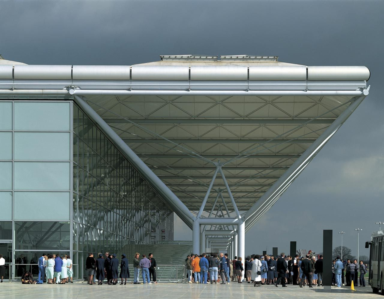 Stansted airport projects foster partners foster for Norman foster strutture