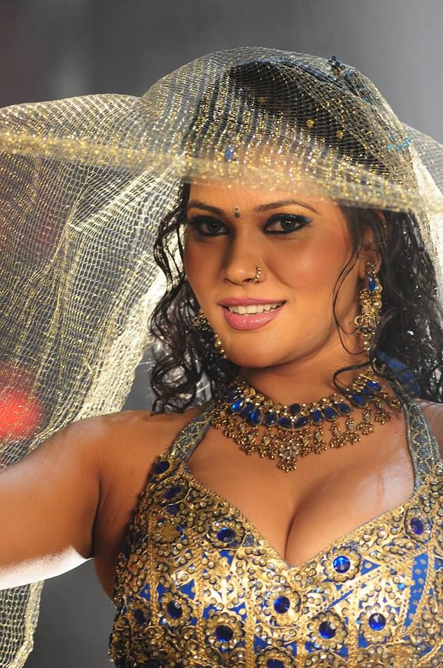 Bhojpuri Cinema Item Girl Seema Singh Hot And Sexy Photos Images Latest Bhojpuri Heroine Seema Singh Hot Wallpaper Pics Image