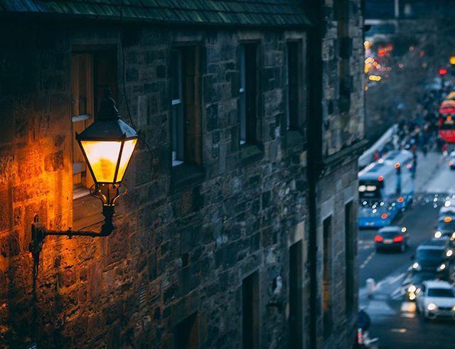 The glowing lights of Edinburgh #scotland #scotland_lover #edhogmany #igersedinburgh #thisisedinburgh #loves_edinburgh #edinphoto #edinburghstory #hiddenedinburgh #explorerdinburgh #topedinburghphoto #edinburghsnapshots #ig_edinburgh #visitscotland  #youtubelinkinbio