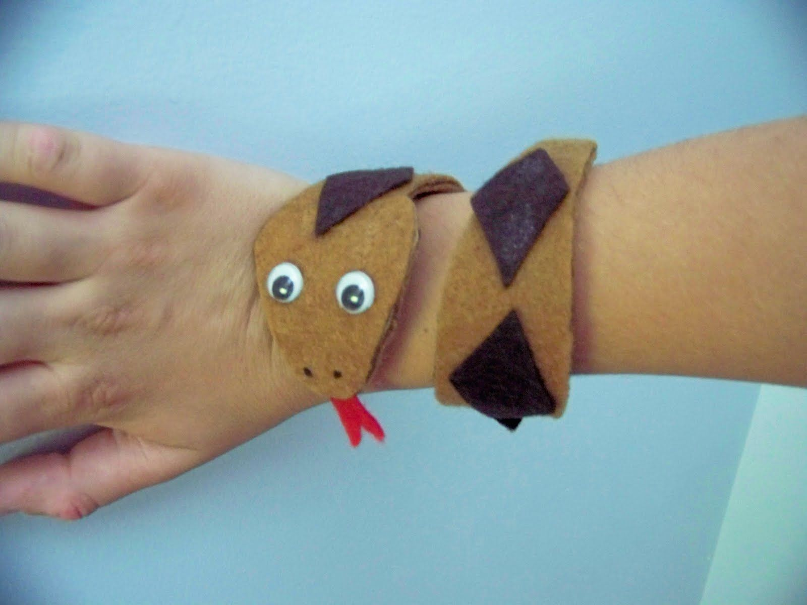 Snack bracelet craft from TP roll and felt includes template and