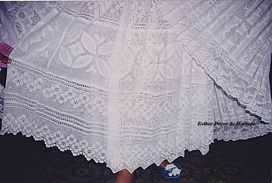 81c740423 Peticote/Enagua para la Pollera | Panamá | Lace shorts, Lace, Lace ...