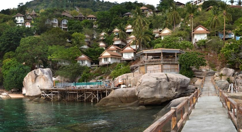 Rs.3,699 Koh Tao Hillside Resort is located on the hillside overlooking the beach. The resort boasts an outdoor swimming pool and a restaurant.