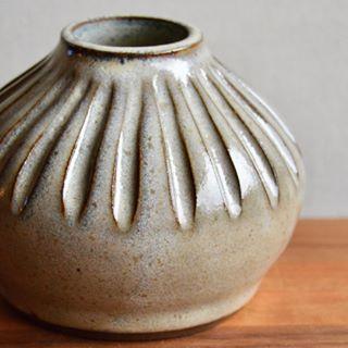 New glaze - carve ceramic bud vase, Huskmilk Pottery #ceramicpottery