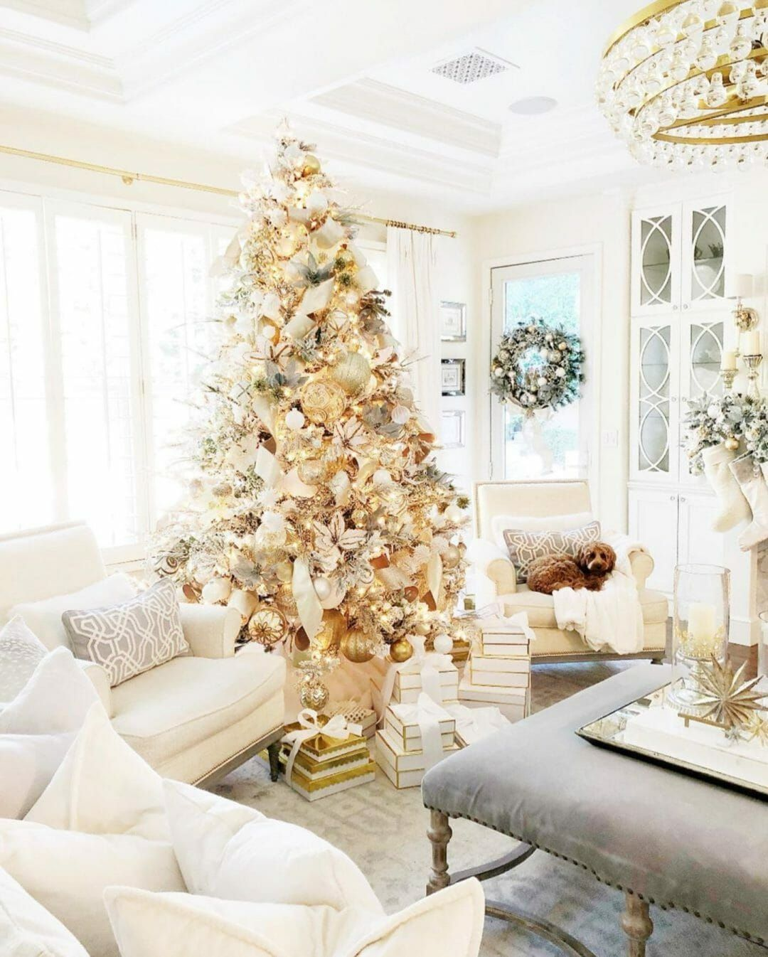 40 Stunning Christmas Tree Ideas Your Family Will Love Traditional Christmas Tree Elegant Christmas Trees Elegant Christmas