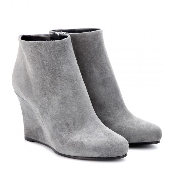 Jil Sander Suede Wedge Ankle Boots (€845) ❤ liked on Polyvore featuring shoes, boots, ankle booties, heels, wedges, ankle boots, light grey, wedge bootie, high heel ankle booties and high heel boots