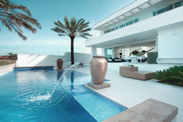 house - Nice Houses With Swimming Pools