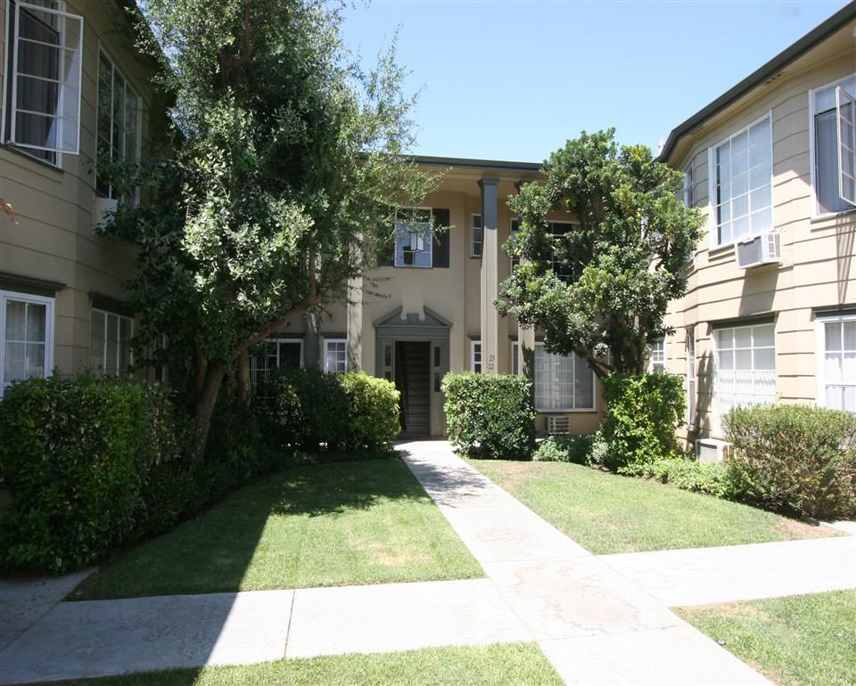Photos and Video of Colonial Manor Apartments in Van Nuys