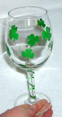 This St. Patrick's Day cup would be an easy #DIY project!