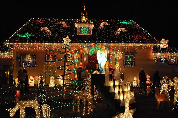 Secrets Of Those Outrageous Holiday Light Shows Christmas Light Show Christmas Light Displays Christmas Lights