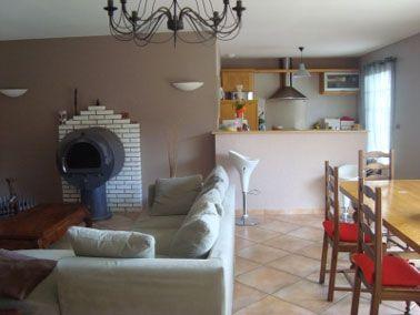 12 d co salon et chambre avec une peinture couleur taupe couleur taupe taupe et cuisine ouverte for Quelle couleur associer avec du taupe