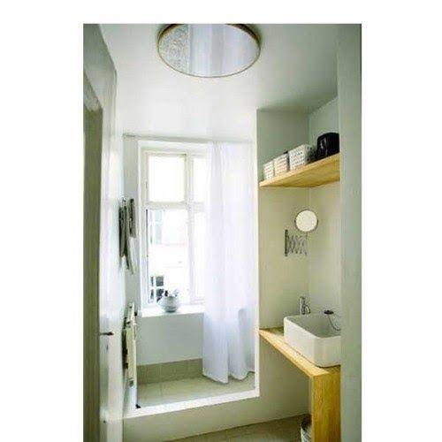 15 Petites Salles De Bains Pleines D Idees Deco Amenager Petite Salle De Bain Petite Salle De Bain Fenetre Dans Douche