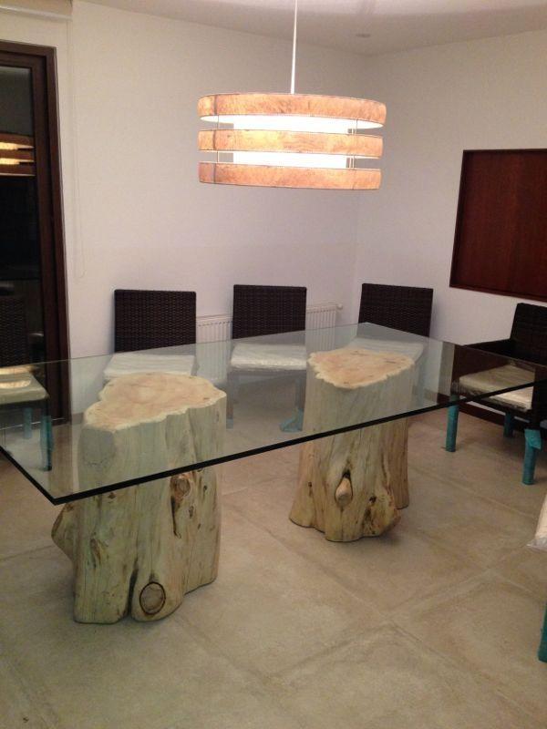 Mesa de comedor con troncos de cipres con cristal de 140x250x20mm