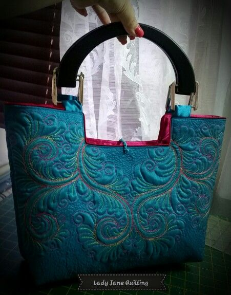 Free motion quilted bag by Telene Jeffrey -Lady Jane Quilting. Www.ladyjanequilting.co.za
