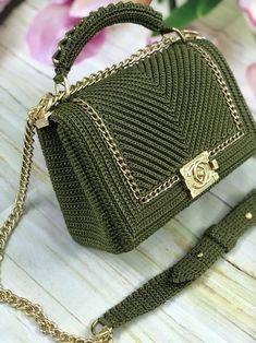 , A beautiful bag closed by Channel clasp, Hot Models Blog 2020, Hot Models Blog 2020
