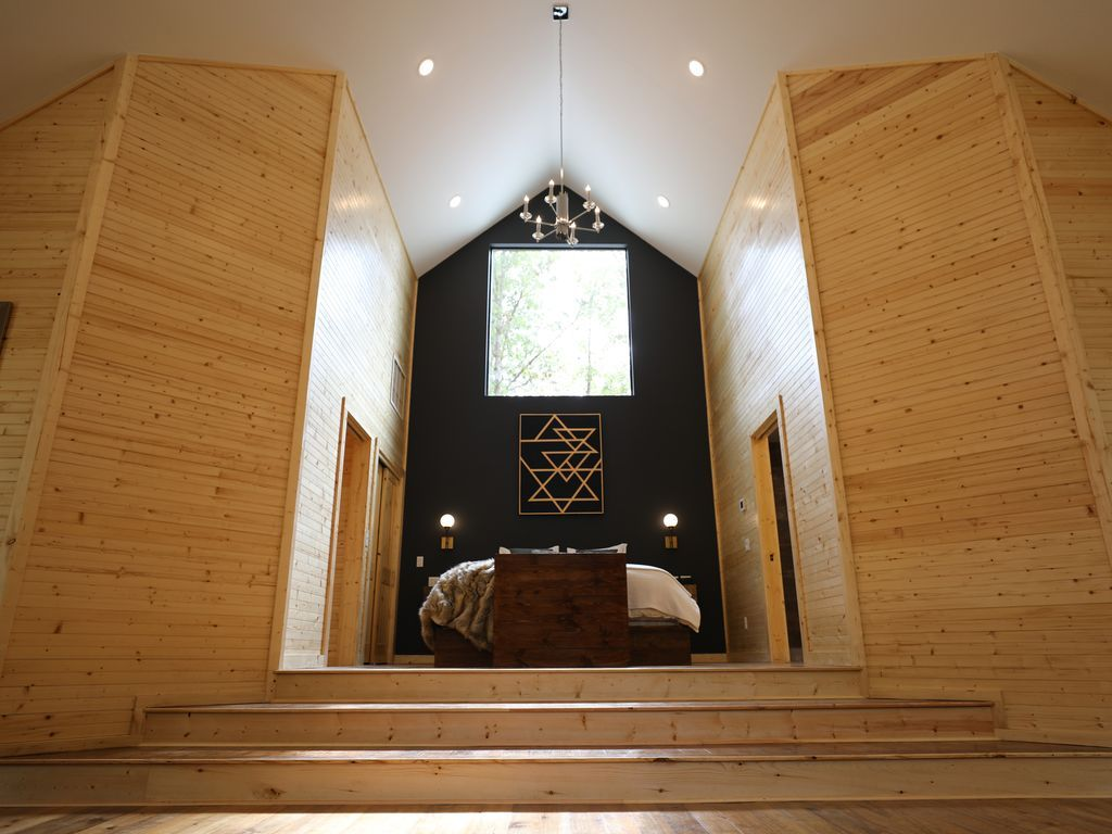 Tranquil Waters Brand New Studio Cabin By Broken Bow Lake And Golf Course Broken Bow Luxury Cabin Bedroom Studio Broken Bow Lake
