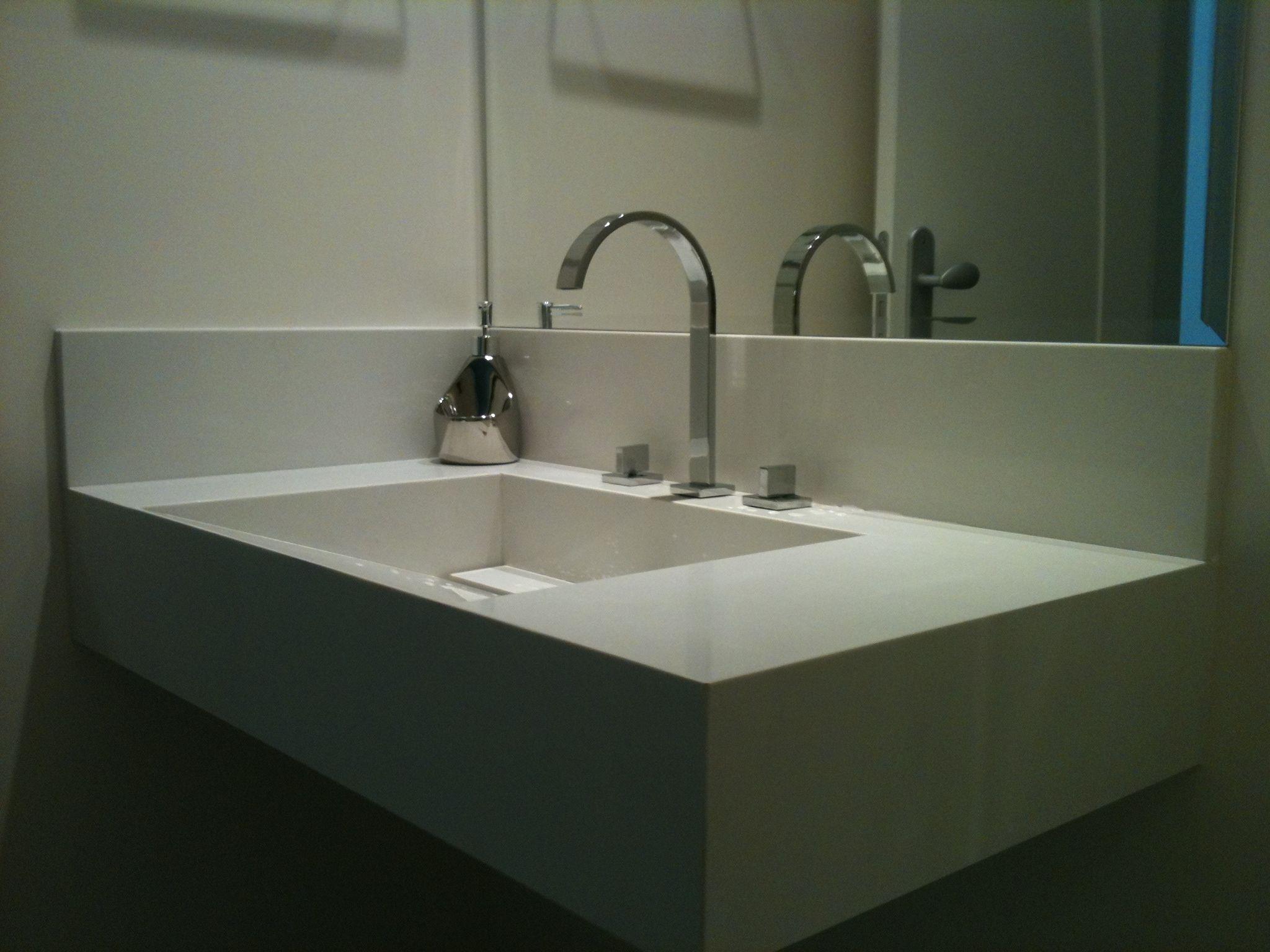 Lavabo com lavatório cuba de pedra em mármore composto Branco Prime  #27647F 2048x1536 Bancada De Banheiro Em Marmore Carrara