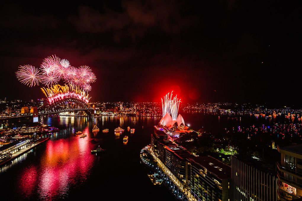 2014 Midnight Fireworks Display Sydney Harbour Bridge and