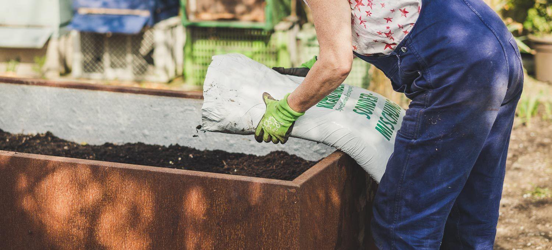 Hochbeet Auffullen Hochbeet Kompost Und Mutter Erde