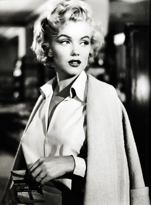 A Still Shot Of Marilyn Monroe Taken From The 1953 Film Niagara