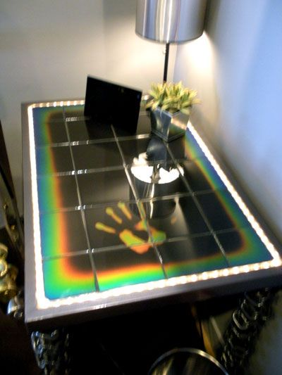 Heat-sensitive color-changing tile.