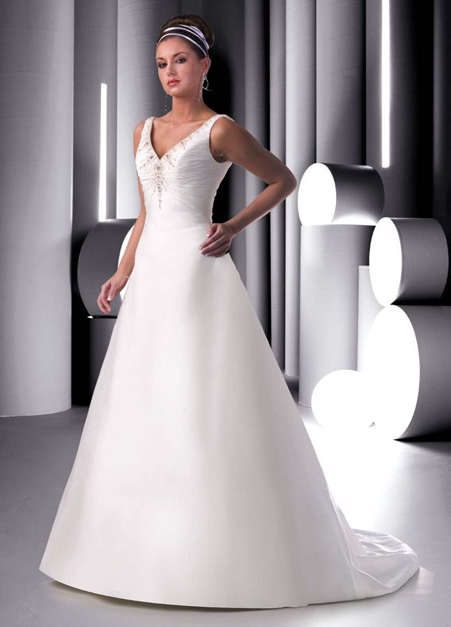 Style 8256 » Wedding Gowns » DaVinci Bridal » Available Colours : Ivory, White