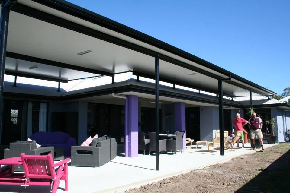 Flyover Stratco Cooldek Patio Brisbane Qld This Insulated Patio Looks Stunning And Still Allows The Cool B Patio Deck Designs Pergola Pergola Ideas For Patio