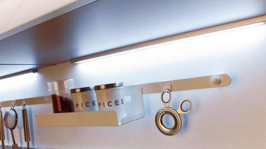17 Eclairage Sous Meuble Cuisine Sans Fil Designs De Chambre Designs De Salle En 2020 Eclairage Sous Meuble Cuisine Design De Salle De Bain Meuble De Cuisine Ikea