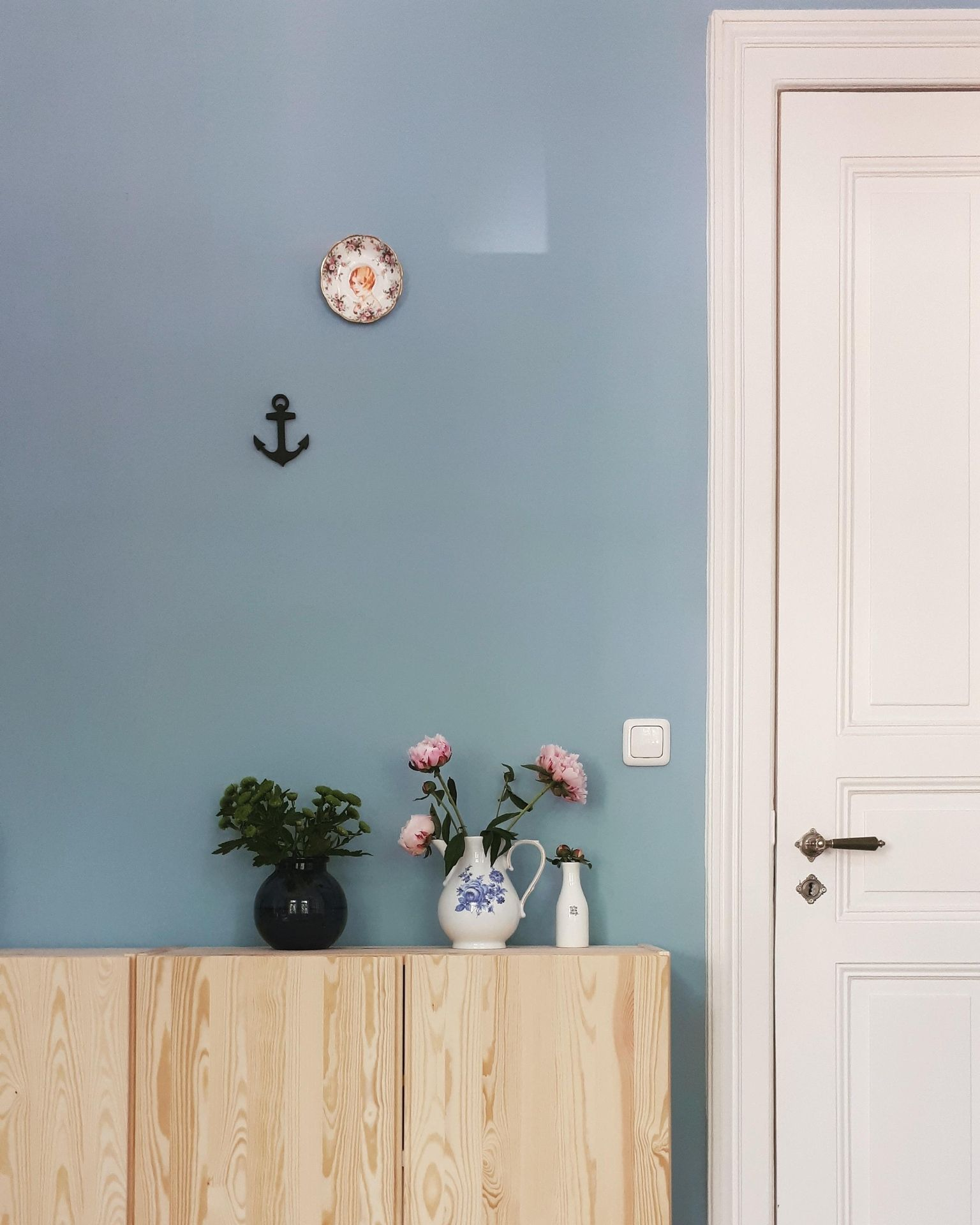 Wand Graublau