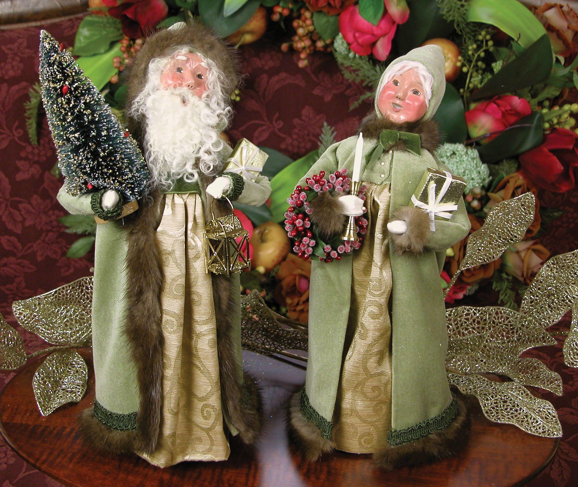 Christmas carolers figurines for sale - Byers Choice Caroler Figurines Mistletoe Mink Santa And Mrs Claus