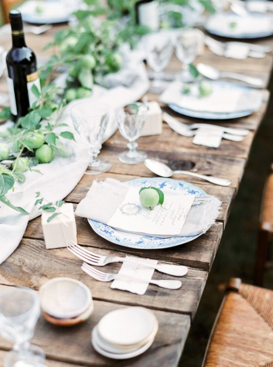 Simple Table Setting Idea For Outdoor Dinner Party French