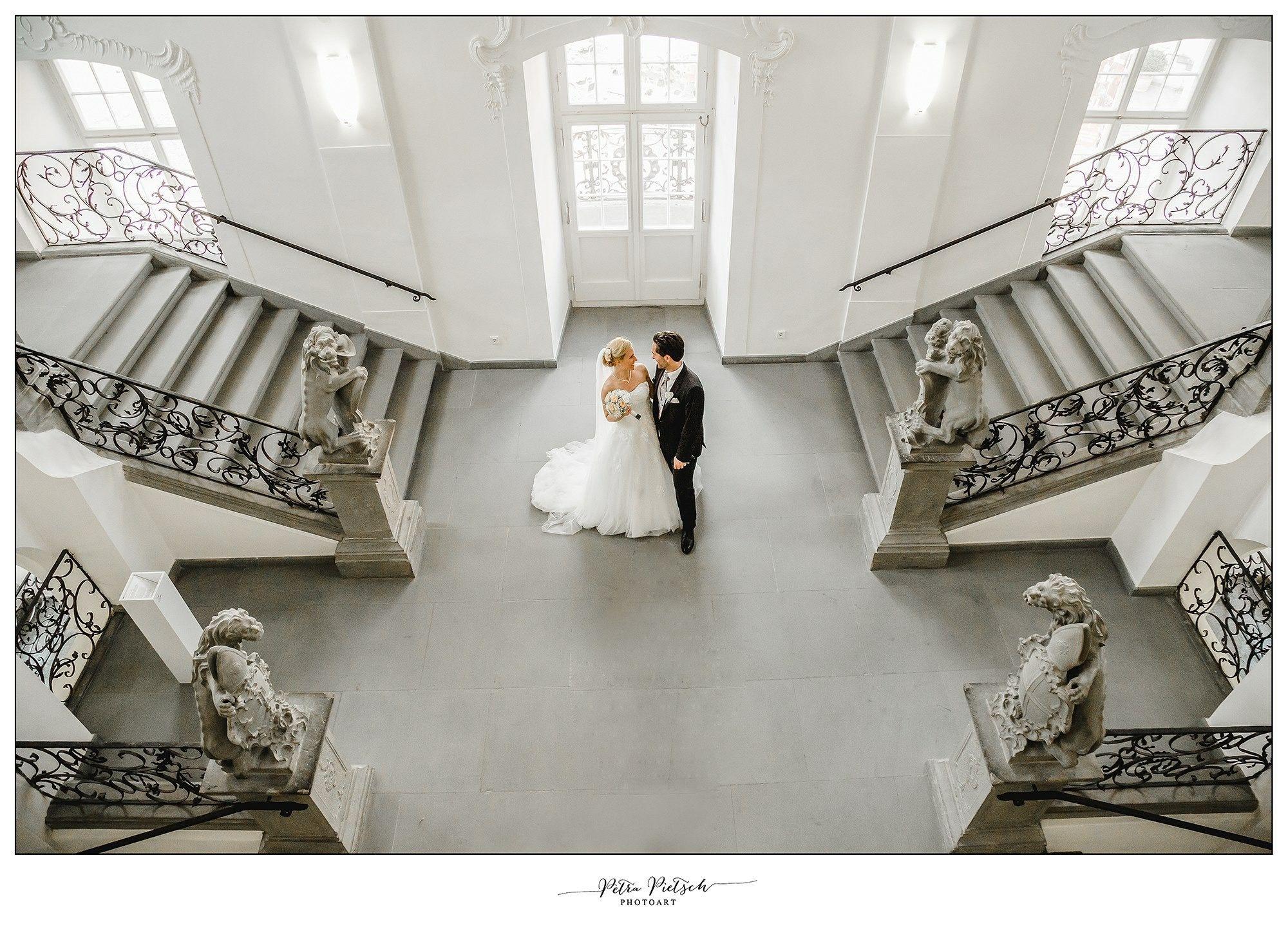 Brautpaar Im Neuen Schloss Von Meersburg Hochzeit Schloss Hochzeitsfotograf Hochzeitsfotografie