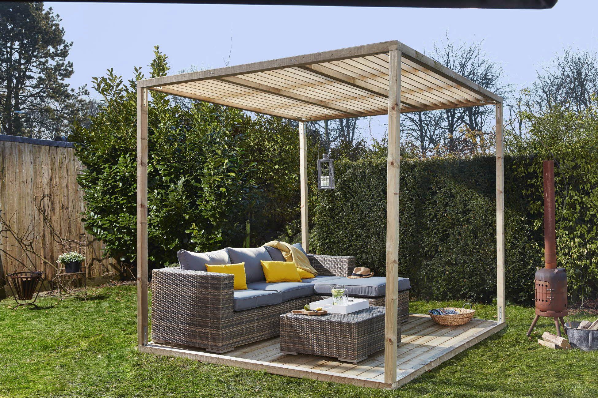 Praxis relaxen in een loungeset onder een zelfgemaakte pergola tuin inspiratie praxis - Tent tuin pergola ...