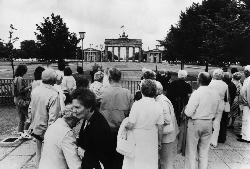 Ost-Perspektive. Brandenburger Tor, 1985. Näher durfte man nicht ran (bis 1989). Foto: Imago
