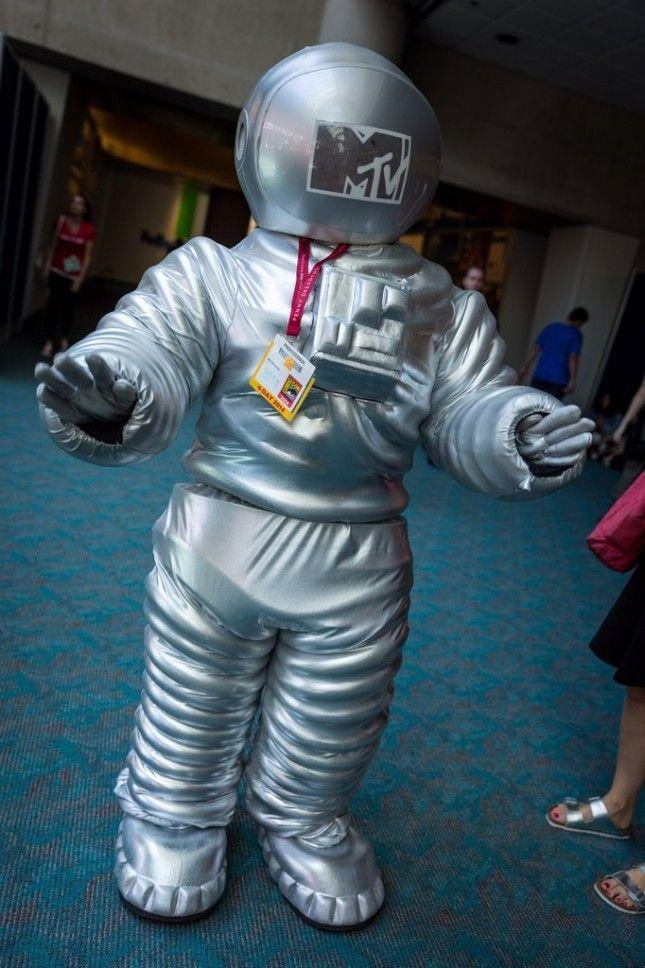 27 Genius Comic-Con Costumes to Bookmark for Halloween via Brit + Co.