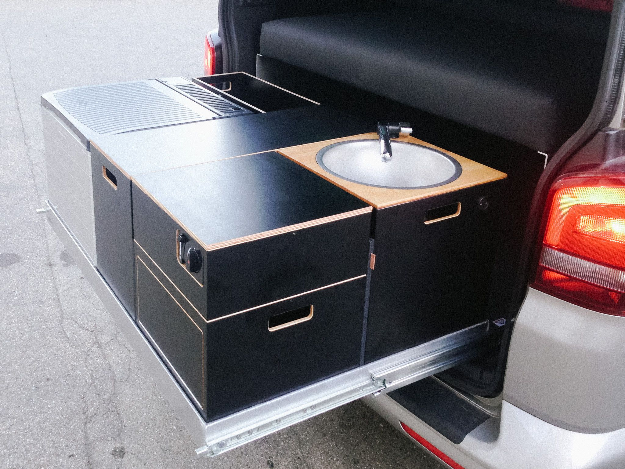 individuellen campingausbau f r kastenwagen und campingbus. Black Bedroom Furniture Sets. Home Design Ideas
