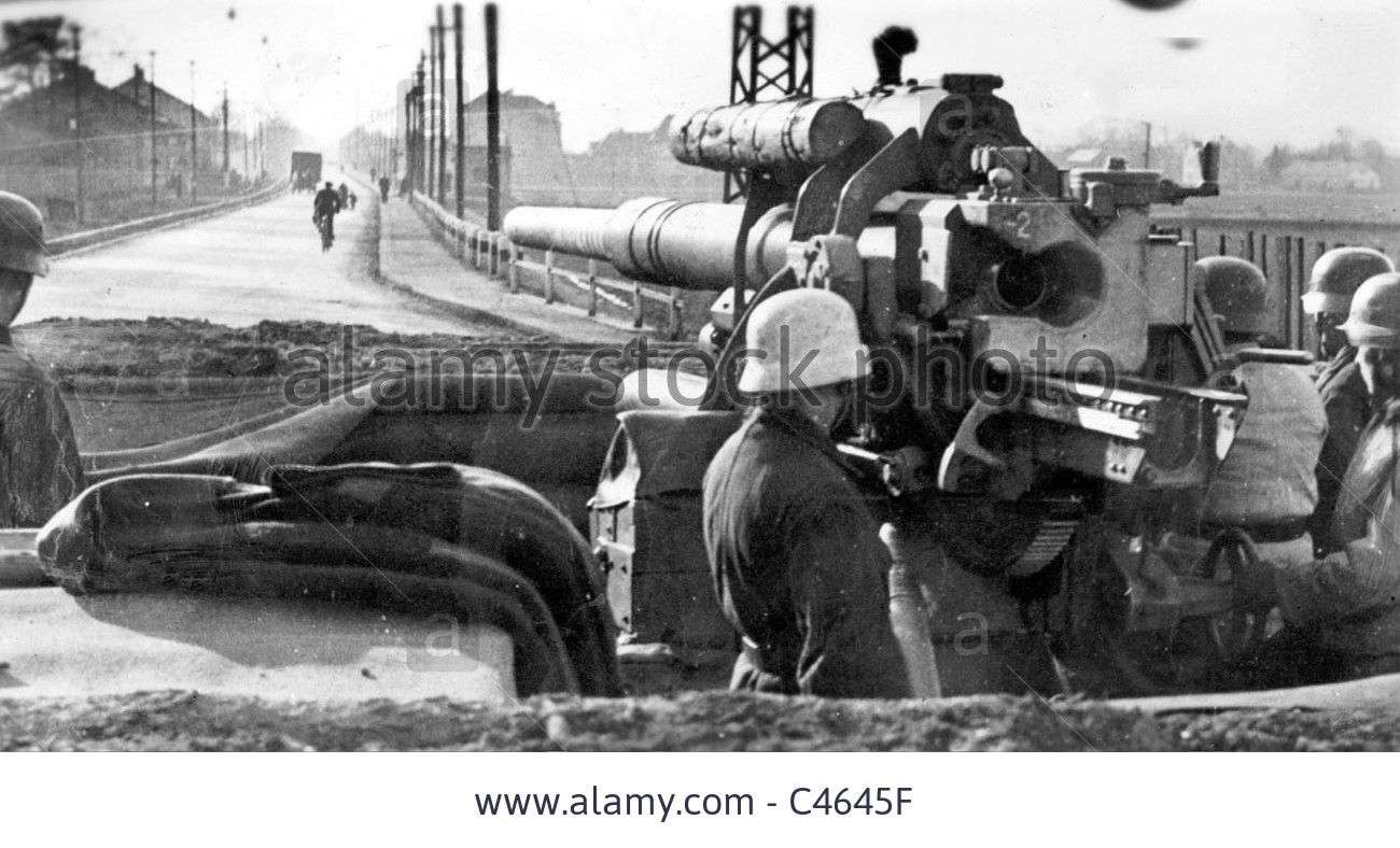Sam kinison accident scene photos - German Anti Aircraft On The Oder Front 1945 Stock Photo